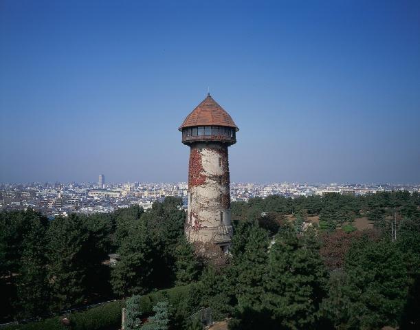 塔のような家